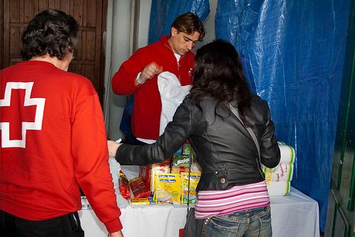 Cruz Roja Española, distribuye alimentos